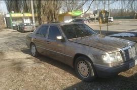 Реклама на авто Мерседес Mercedes-Benz 1989 в г. Харьков - пробег 2000-3000 км/мес
