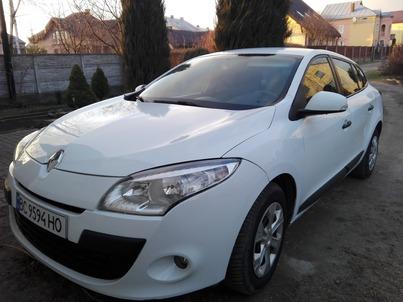 Реклама на авто Рено Renault Megan III 2012 в г. Львов - пробег 4000-5000 км/мес