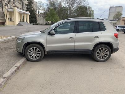 Реклама на авто Фольксваген Volkswagen Tiguan 2010 в г. Одесса - пробег 2000-3000 км/мес