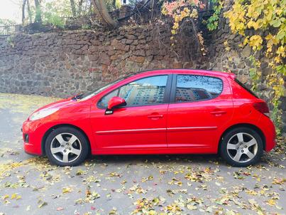Реклама на авто Пежо Peugeot 207, 2012 в г. Киев - пробег 500-1000 км/мес