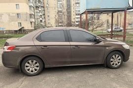 Реклама на авто Пежо Pegeout 301 2013г.в. в г. Киев - пробег 4000-5000 км/мес