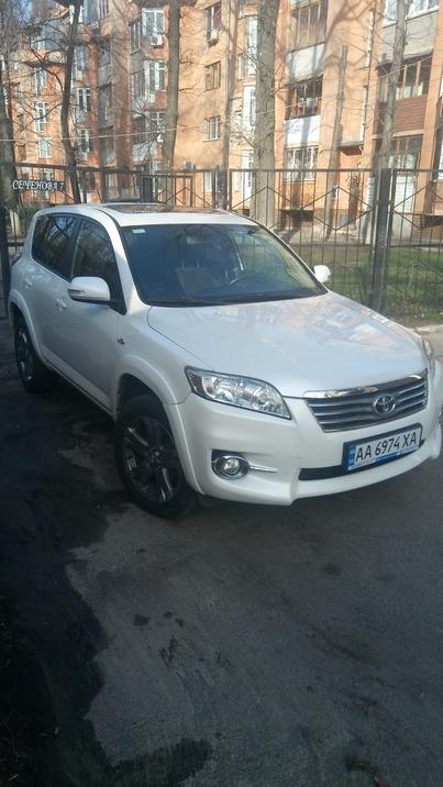 Реклама на авто Тойота тойота рав4 2011 в г. Киев - пробег 1500-2000 км/мес